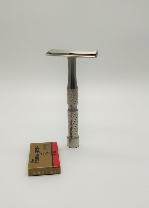 Blackland vector safety razor
