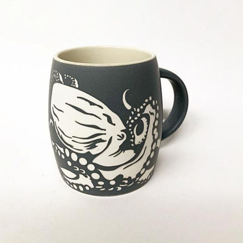 Mug etched octopus matte charcoal