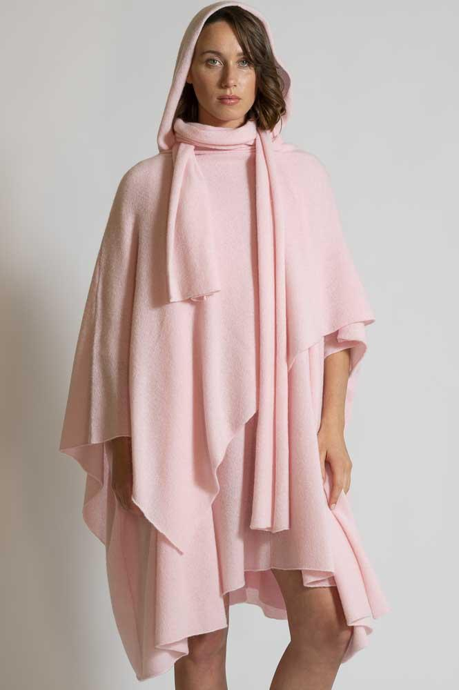 HOODED CAPE AND A WRAP IN LUXURY CASHMERE