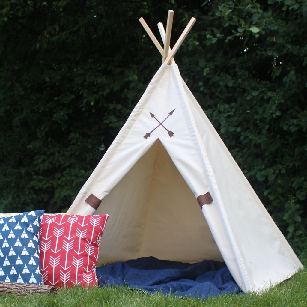 Kids canvas teepee tent with arrow decorations