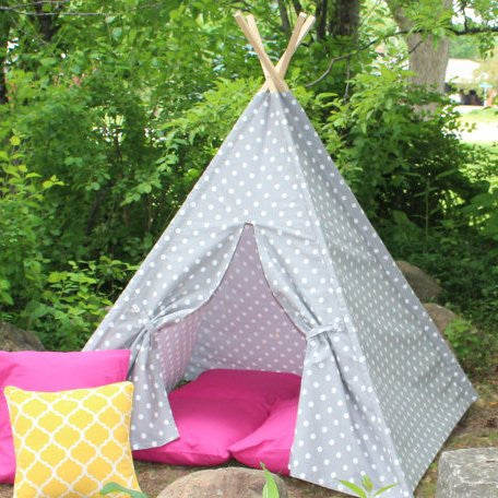 Kids gray polk dot teepee tent