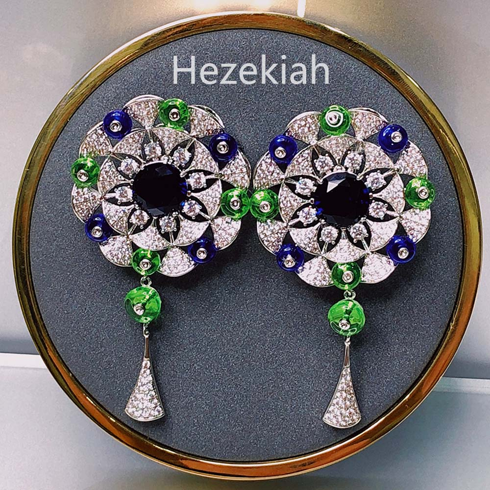 Hezekiah  Luxurious ear rings - Flower Blue Light extravagance