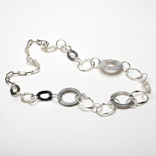 Eliza Gracious Open Resin and Chain Link Necklace