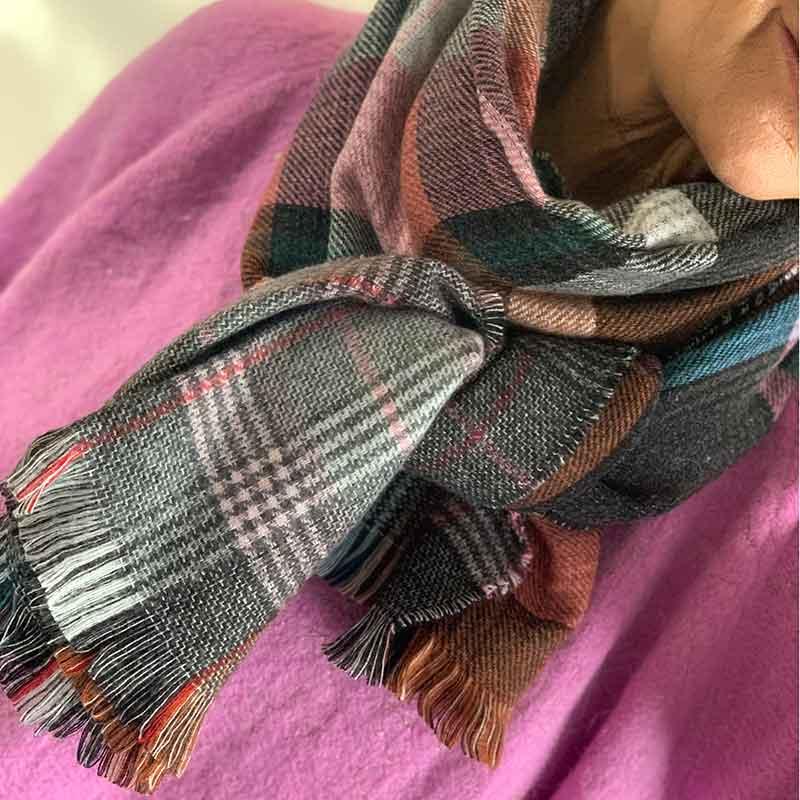 BLACK COLOUR REGINE CHECK SCARF ROSA