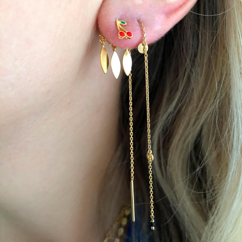 STINE A DANGLING PETIT COIN AND STONE EARRING GULD