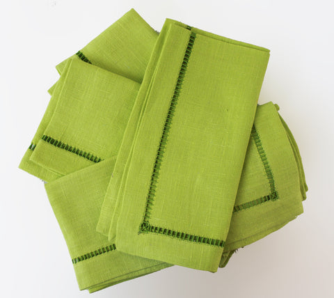 Cara Mia Chartreuse with Green Linen Napkins  Set of 4