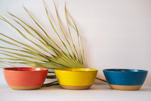 Load image into Gallery viewer, Bowls in 3 option Coral Yellow Dark Bleu