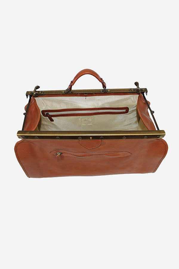 Inside of Terrida Marco Polo GAUDI Duffle Bag Metallic Frame, Doctor's Style