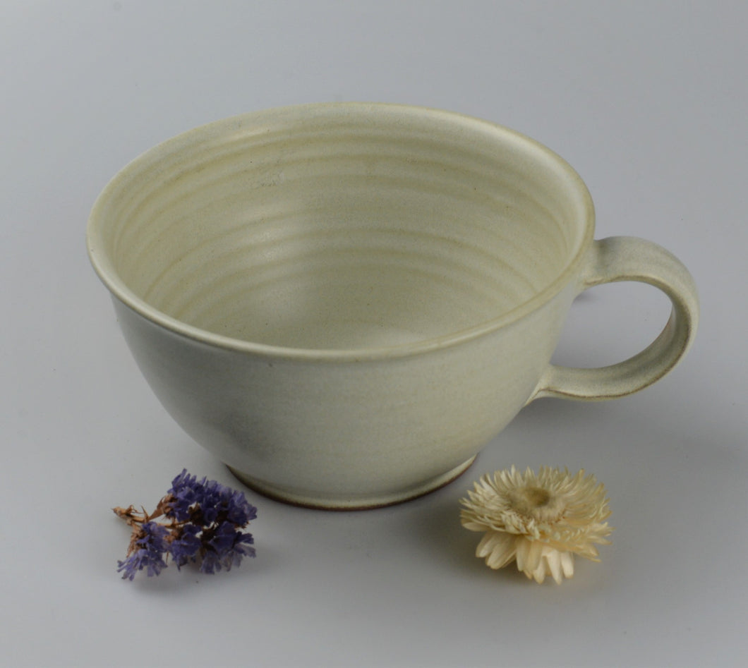 Large ceramic cup - white