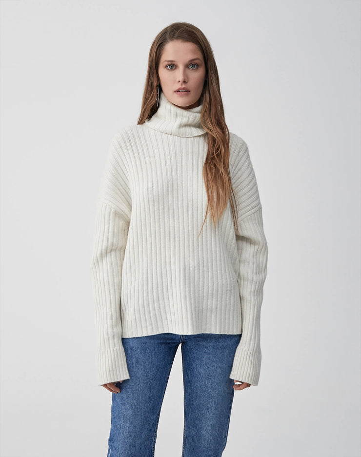 Chunky Rib Turtleneck Sweater | Ivory | 508-7WRTS | 1