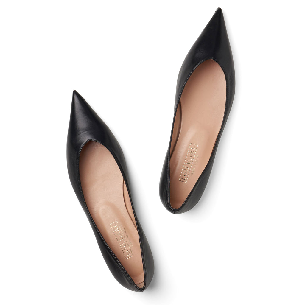 Pointed black flat leather shoes
