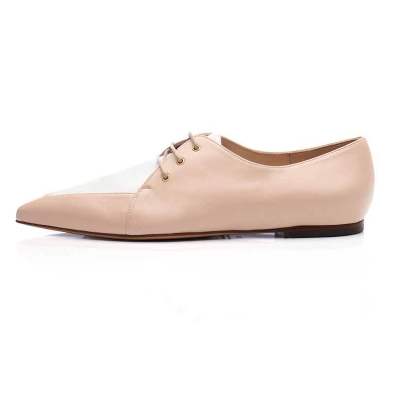 side view of nude Oxford derby shoe for women. leather with pointed toe, white upper vamp and round tan laces