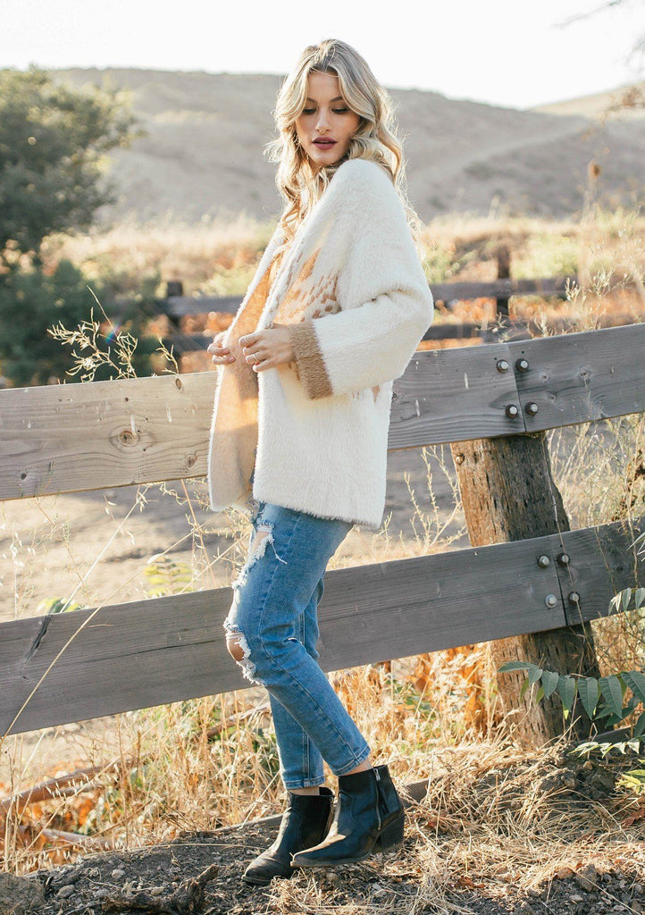 [Color: Beige Bronze] Ultra cozy pullover featuring a classic crew neckline and a Southwestern inspired metallic motif. Worn here with classic denim for a chic Fall and Winter vibe.