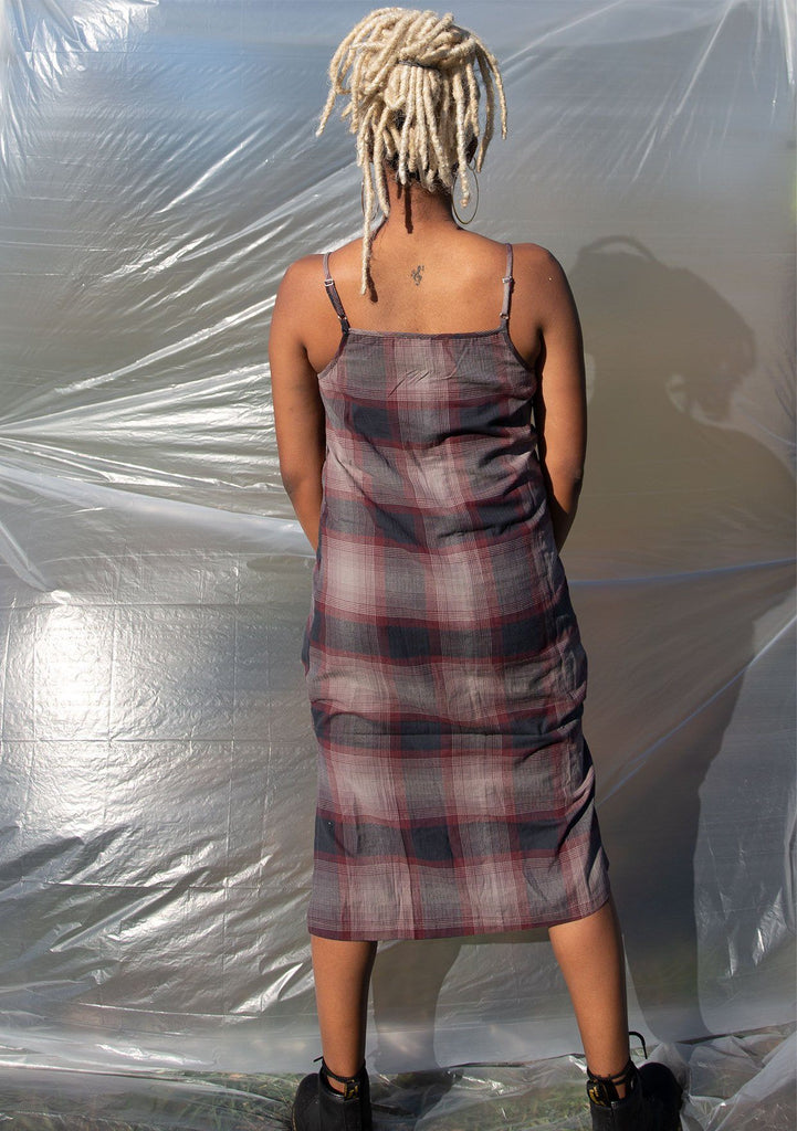[Color: Dark Grey] Throw it back to the nineties with our effortlessly chic and easy plaid midi dress. Made from one hundred percent cotton, this tank top dress features a flattering v neckline with front button detail and breezy side slits for movement.