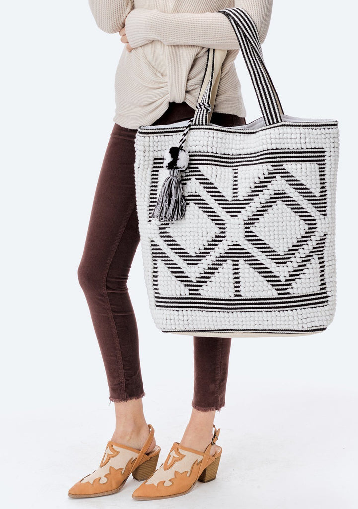[Color: White/Black] Lovestitch oversized, double diamond patterned, carpet beach tote