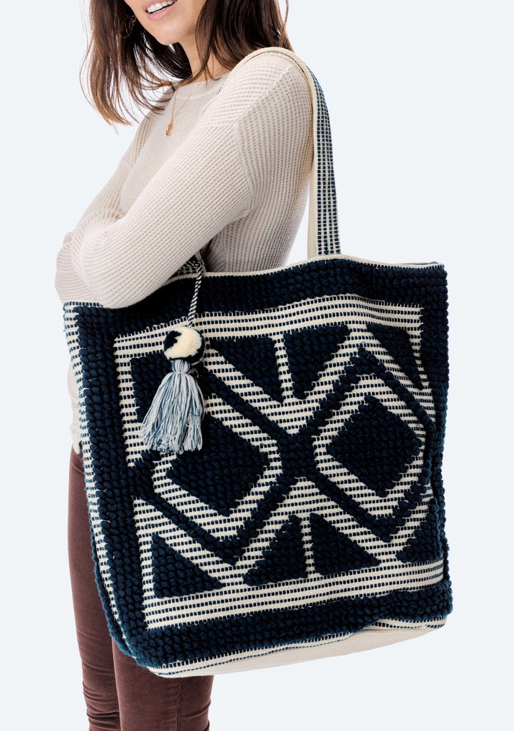 [Color: Ocean/Natural] Lovestitch oversized, double diamond patterned, carpet beach tote