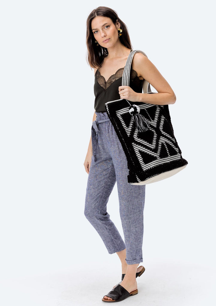 [Color: Black/White] Lovestitch oversized, double diamond patterned, carpet beach tote