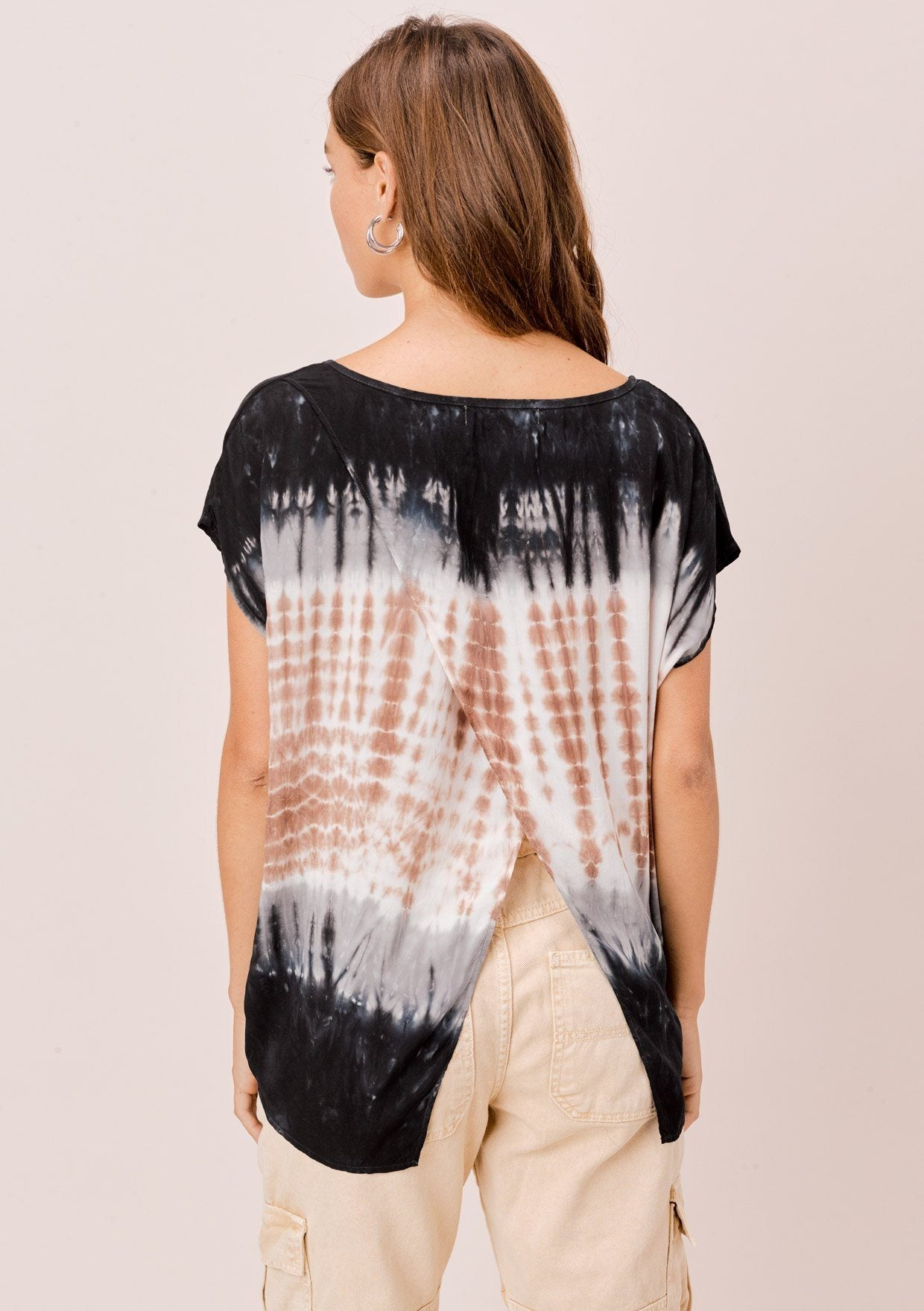 [Color: Navy/Brown/Beige] Lovestitch short sleeve, tie-dye top with diagonal seam, open back detail.