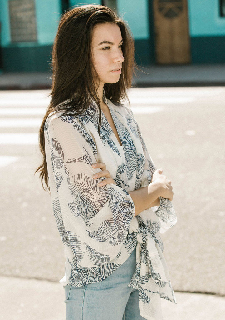 [Color: OffWhite/Navy] Lovestitch sketched floral printed kimono top with tie front.