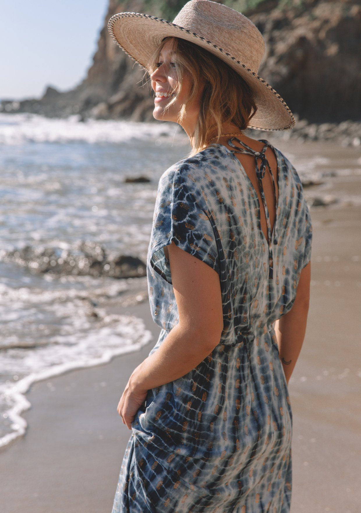 [Color: Navy/Copper] Lovestitch navy/copper Say hello to beach days in this flattering tie-dye beach cover-up. Elevate your boho style with stunning lurex details and kimono sleeves.