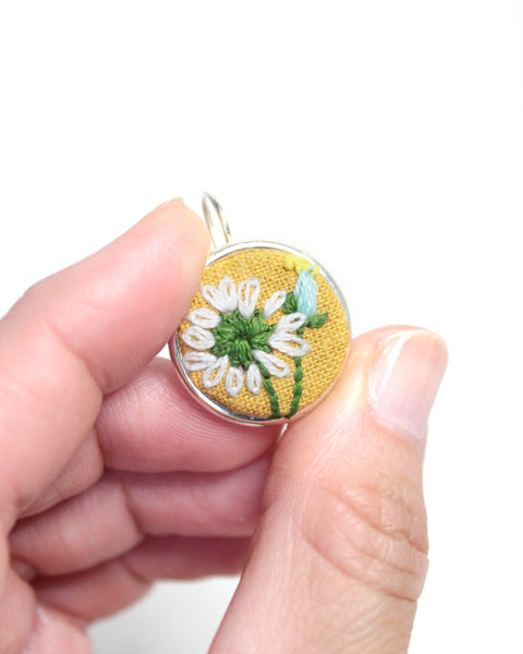 Embroidery Earrings - Daisy