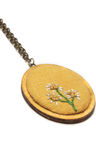 NEW | Embroidery Necklace - Simple Daisy