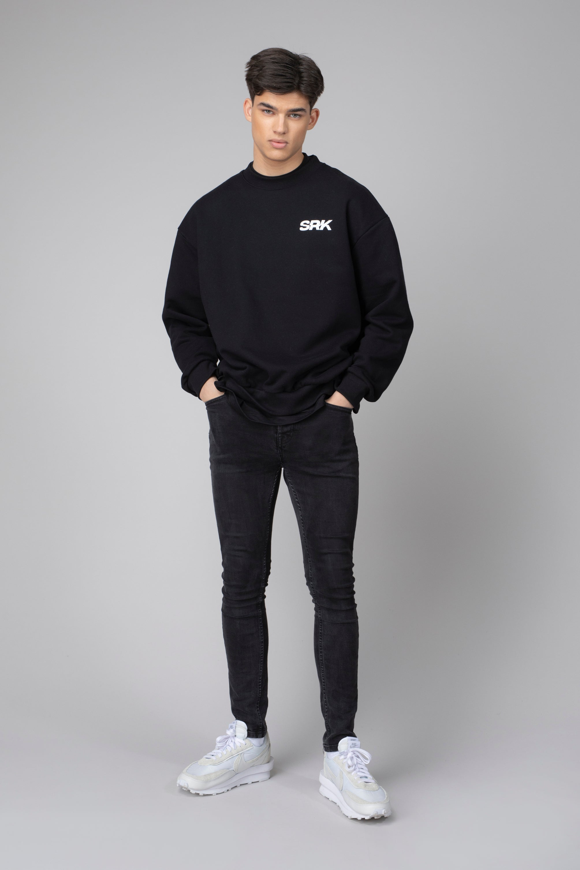 Essential zwarte sweater SRK