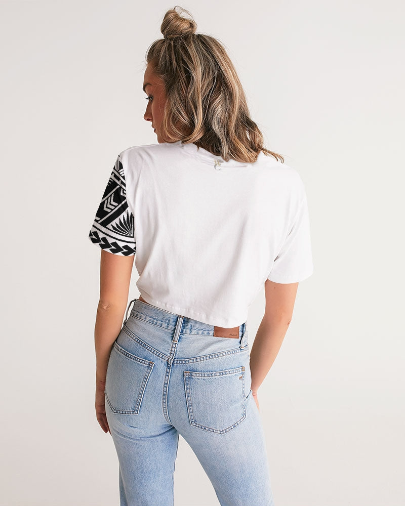 Mālofie - Women's Twist-Front Cropped Tee