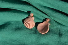 Load image into Gallery viewer, Clam Shell Drop Earrings