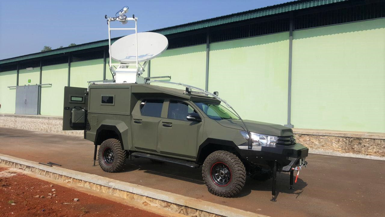 Antenna on top of a military vehicle