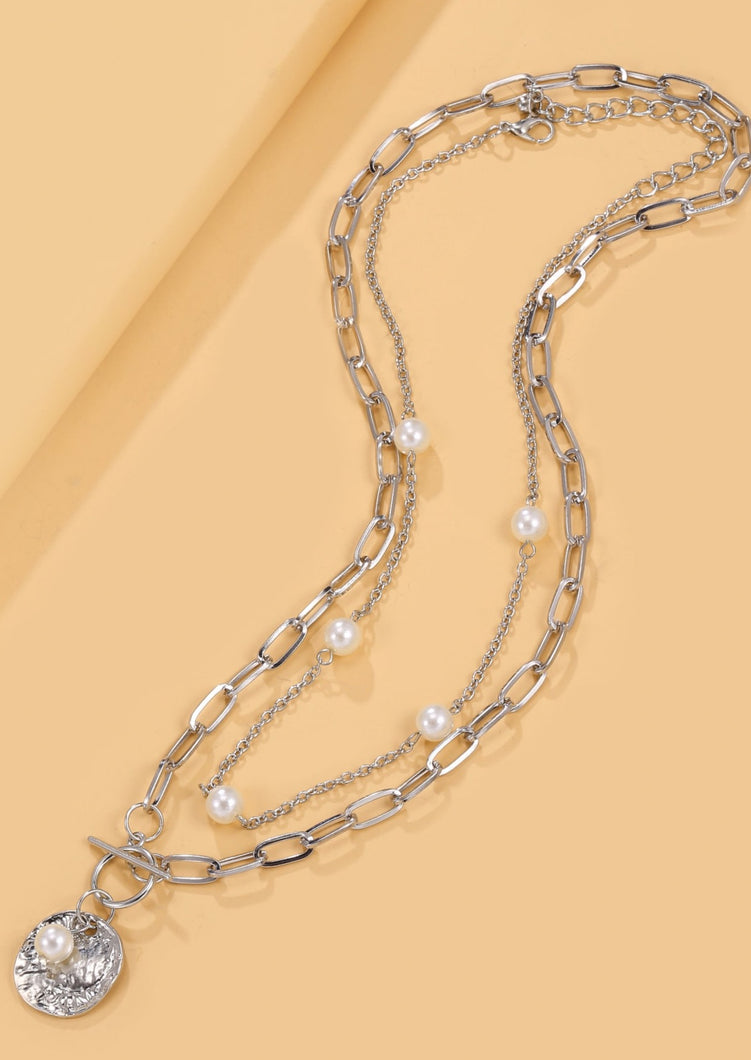 pearl decor necklace