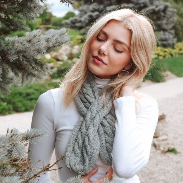 Right-Sized Cable Knit Scarf - Grey