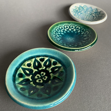 Load image into Gallery viewer, Trio Of Mini Dishes: Green/Blue