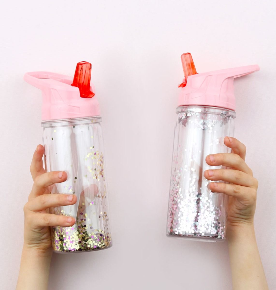 A Little Lovely Company Drink bottle With Glitter
