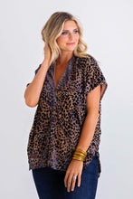 Load image into Gallery viewer, Leopard Velvet Vneck Tunic