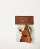 Sent-bon en cuir pour auto / Scented Leather Car Air Freshener