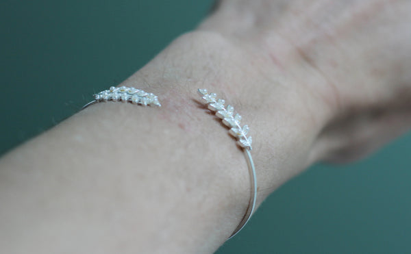 Stems and pearls bracelet