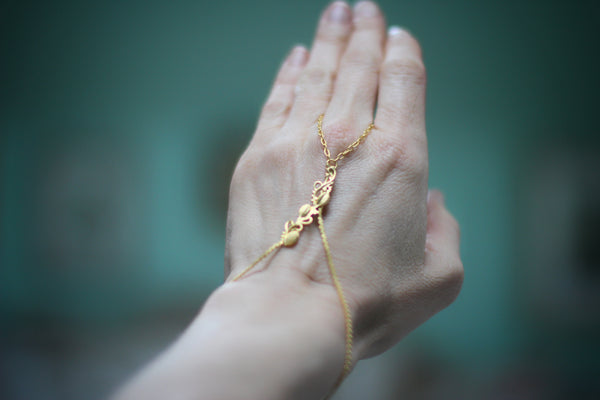 Branch Finger Chain Bracelet