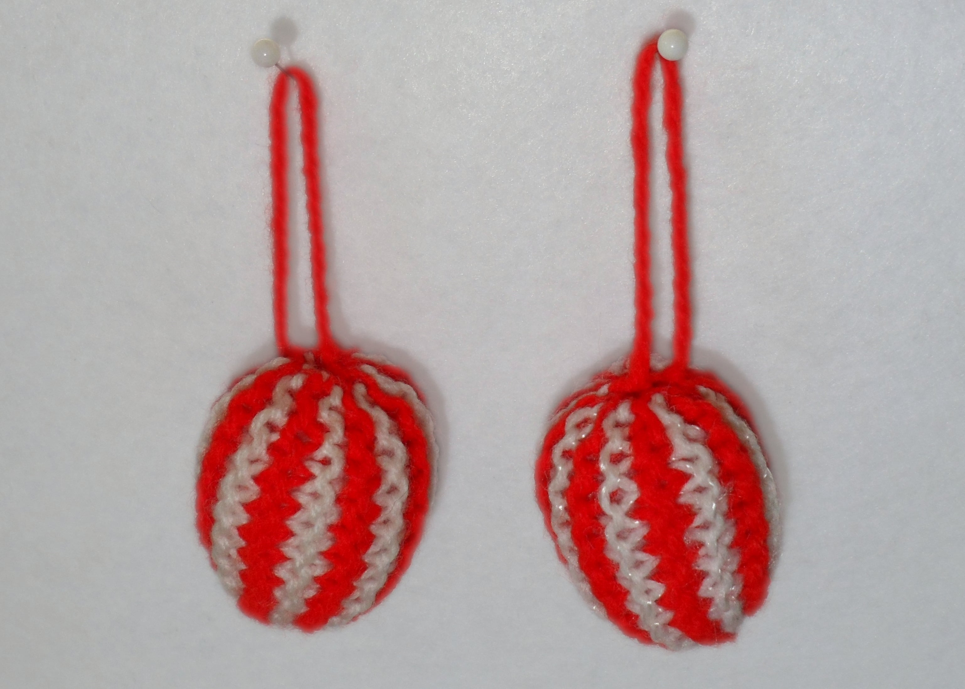 Small Knitted Bauble - Tully Crafts