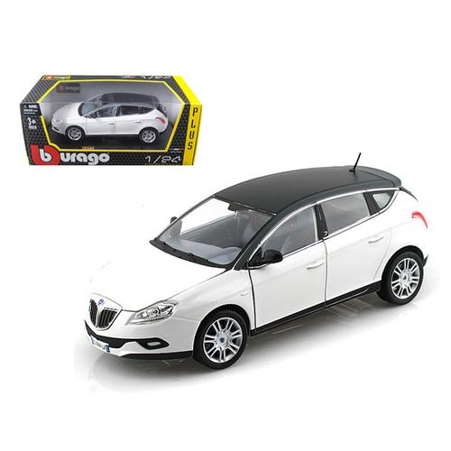 Lancia New Delta HPE White 1/24 Diecast Car Model by Bburago F977-21068w