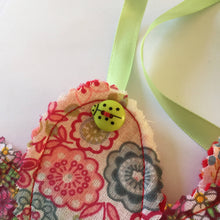 Load image into Gallery viewer, Lily and Leaf Bunting sewing PDF Pattern,