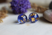 Load image into Gallery viewer, Real cornflower and gold sterling silver resin stud earrings