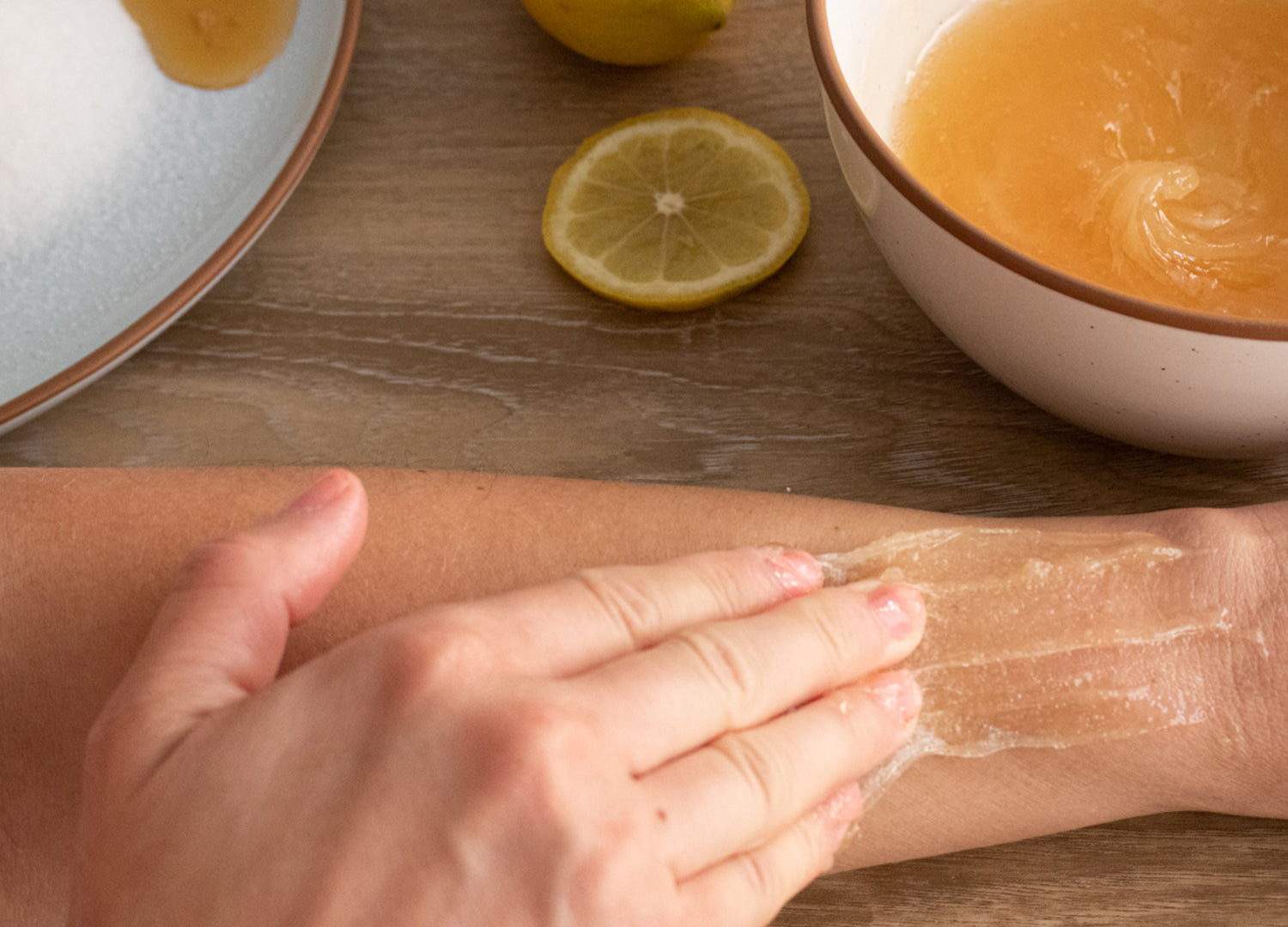 Once you have reached the end of your sugar molding path, straighten your fingertips flat, applying almost no pressure on the edge of the sugar wax