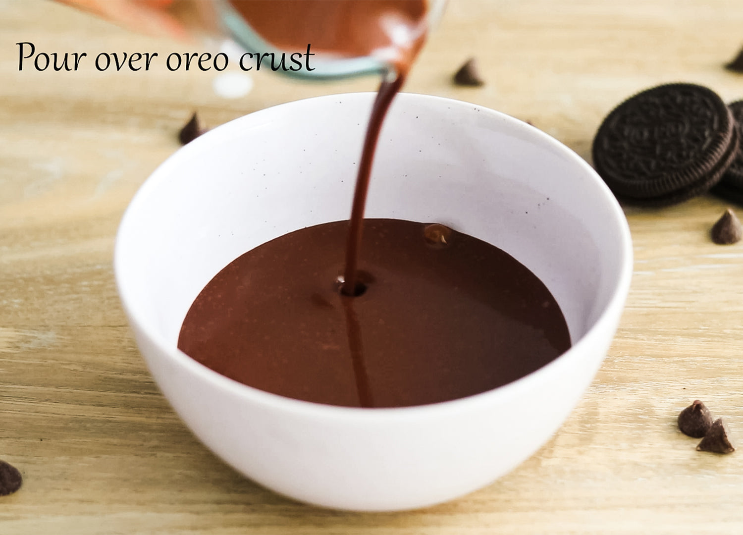 Pour your freshly melted ganache over your oreo crust in your mora ceramics dessert bowl before putting it in the refrigerator to set.