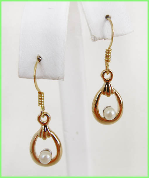 Freshwater Pearl Dangling Earrings