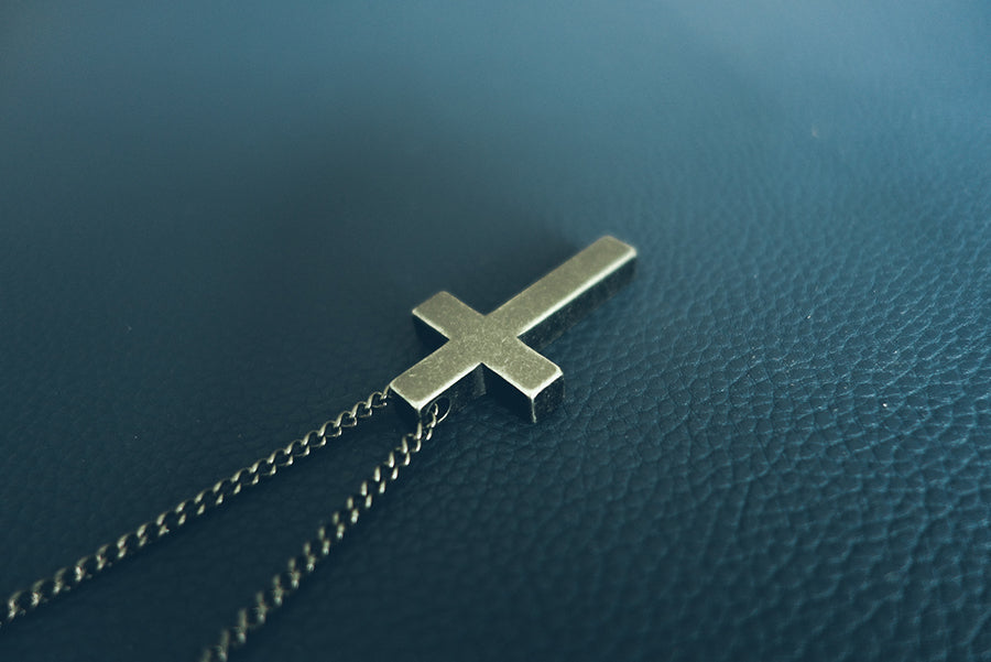 Stylish cross necklace for everyday wear. Long necklace.