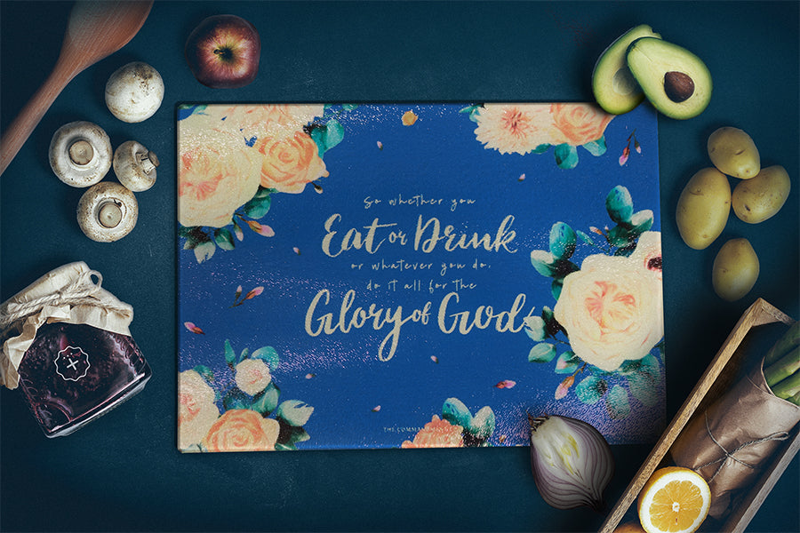 Add some love into your cooking by using this navy blue, floral themed pretty cutting board
