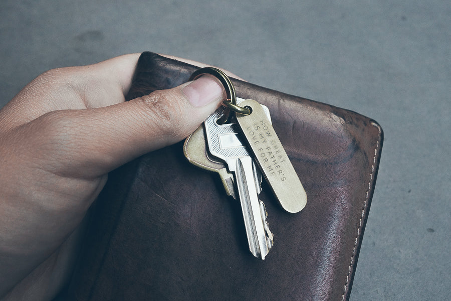 Key chains can be used to organise keys. The brass keychains gives a classic, timeless look when paired with leather wallets. Gift ideas for fathers.