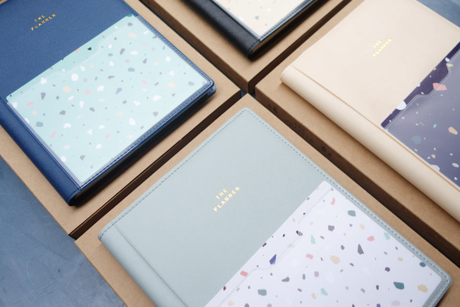 The planner comes in 4 colours (Black, grey, beige and blue)