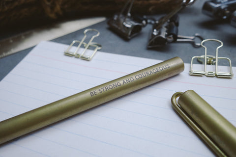 The-Commandment-Co-Brass-Pen-Be-Strong-and-Courageous-christian-design